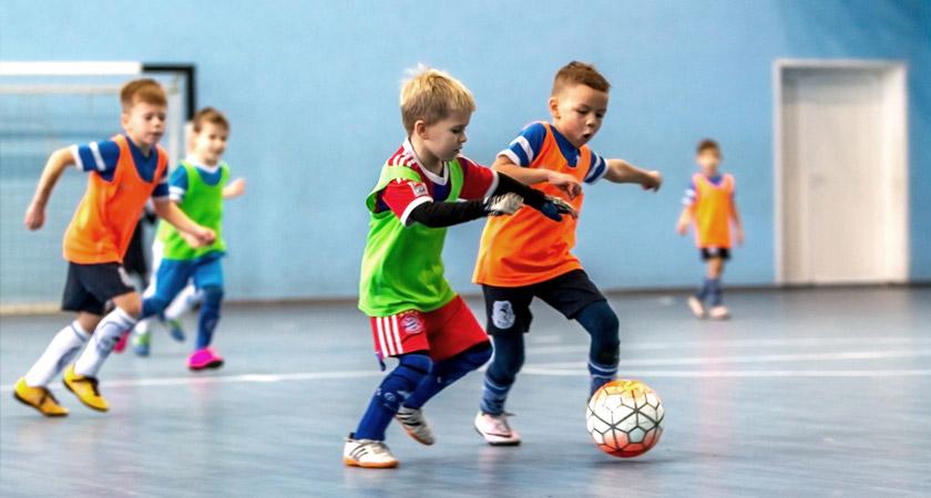 Een foto van sportende kinderen